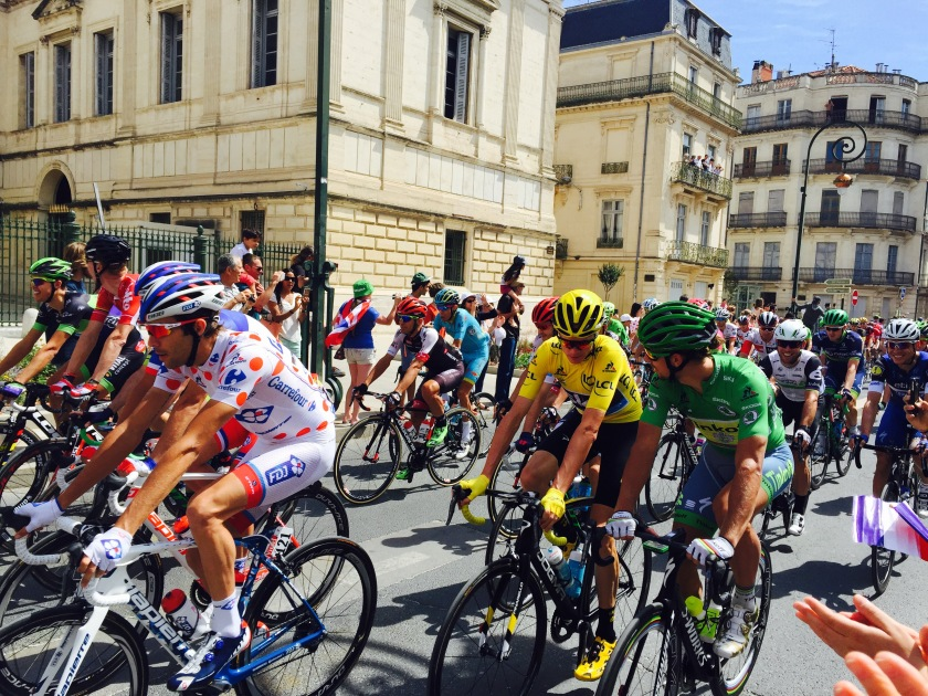 By absolutely coincidence you can see I got a picture of four important cyclists: Yellow Jersey, Green Jersey, White and Red Polka-Dot Jersey, and the Blue/White/Red Jersey holders (the Blue/White/Red one is only given to a French citizen who has the most points!)!!!