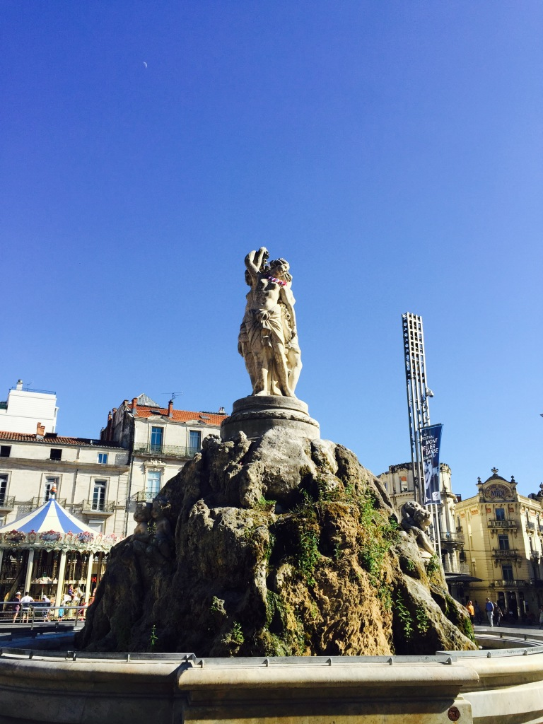 Another angle of this beautiful statue shows how Montpellier is supporting France, as well, in the upcoming EuroCup match between France and Portugal :)
